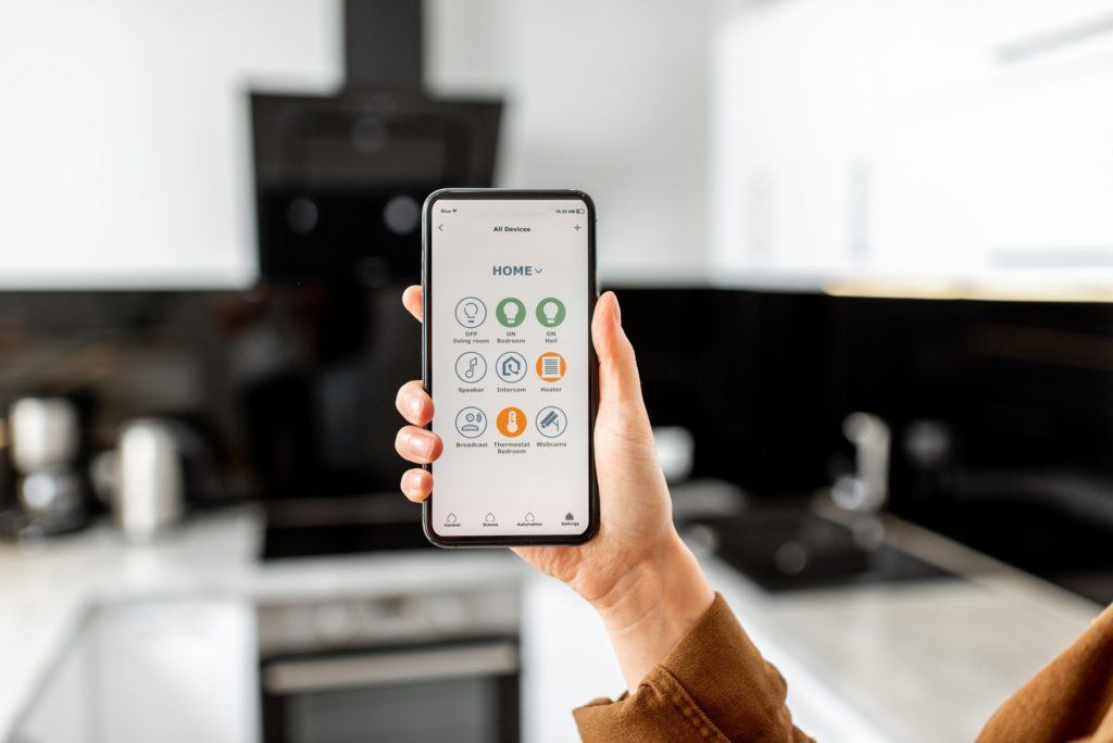 Controlling kitchen appliances with a smart phone